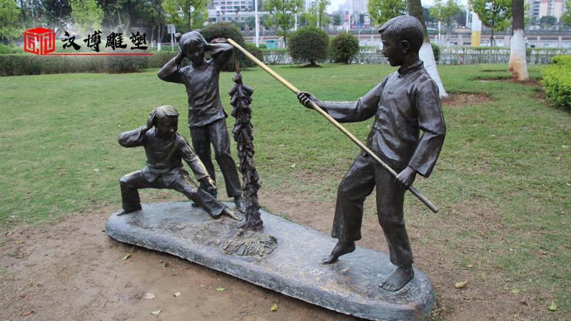 大型景观雕像_商业街雕塑_人物铜雕定制_商业街雕塑_彩绘人物雕像