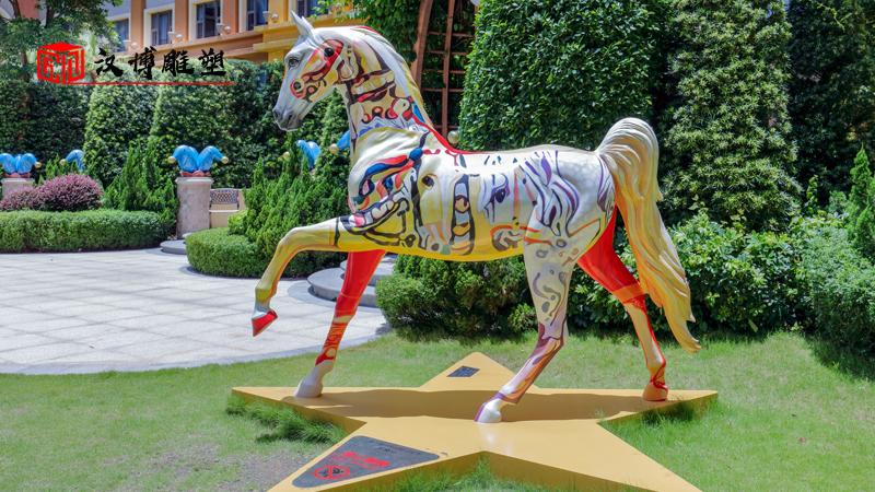 马雕塑_大型马雕塑_玻璃钢马雕像_马雕像定制_户外雕像制作
